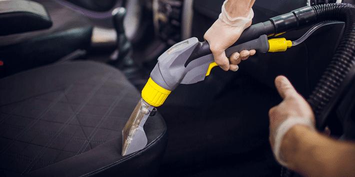 Bien nettoyer les sièges, moquettes de sa voiture pour la garder saine