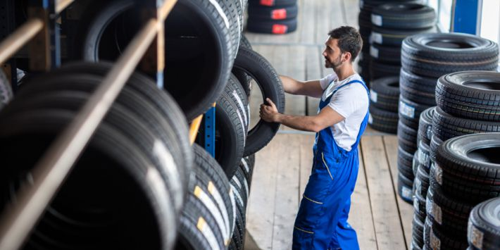 Enseigne et distribution de pneus