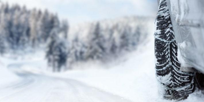 Pneus hiver, chaînes, chaussettes à neige