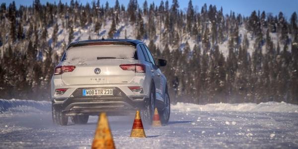 Test de freinage des pneus hiver SUV avec la Volkswagen T-Roc