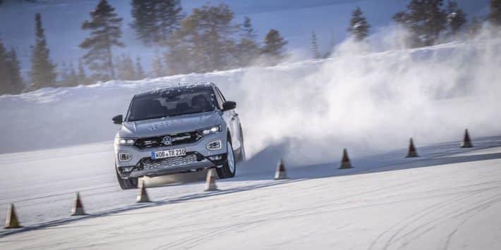 Test pneu SUV compact : Auto Motor und Sport a comparé des pneumatiques hiver avec la Volkswagen T-Roc