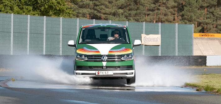 Test pneu 4 saisons Volkswagen T6 : adhérence et freinage sur route mouillée