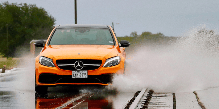 Comparatif pneus sportifs : test de pneus performants par Auto Bild avec Mercedes AMG