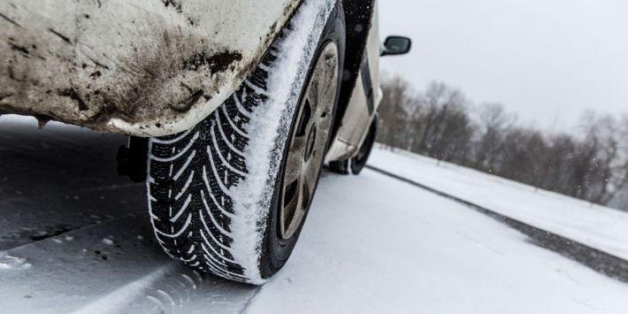 Quelle est la meilleure dimension de pneu pour rouler en hiver et sur la neige ? Le TCS vous donne la réponse.