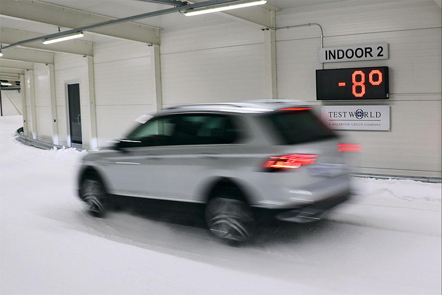 Essai d'un pneu SUV toutes saisons sur la neige en Finlande par Auto Bild