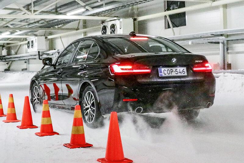 Test de freinage sur la neige avec une BMW Série 3 par Auto Bild